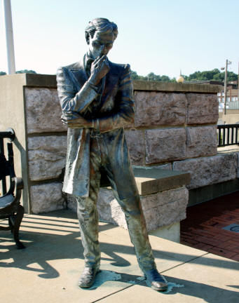 Lincoln's stature in Lincoln Douglas Square in Alton Illinois