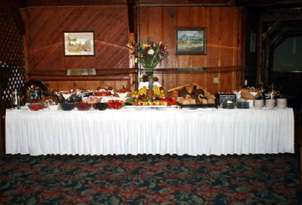 Fruit_table_Dillard_House.jpg (221404 bytes)