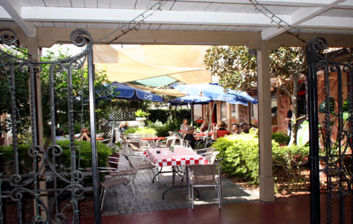 Courtyard dining in Winter Park