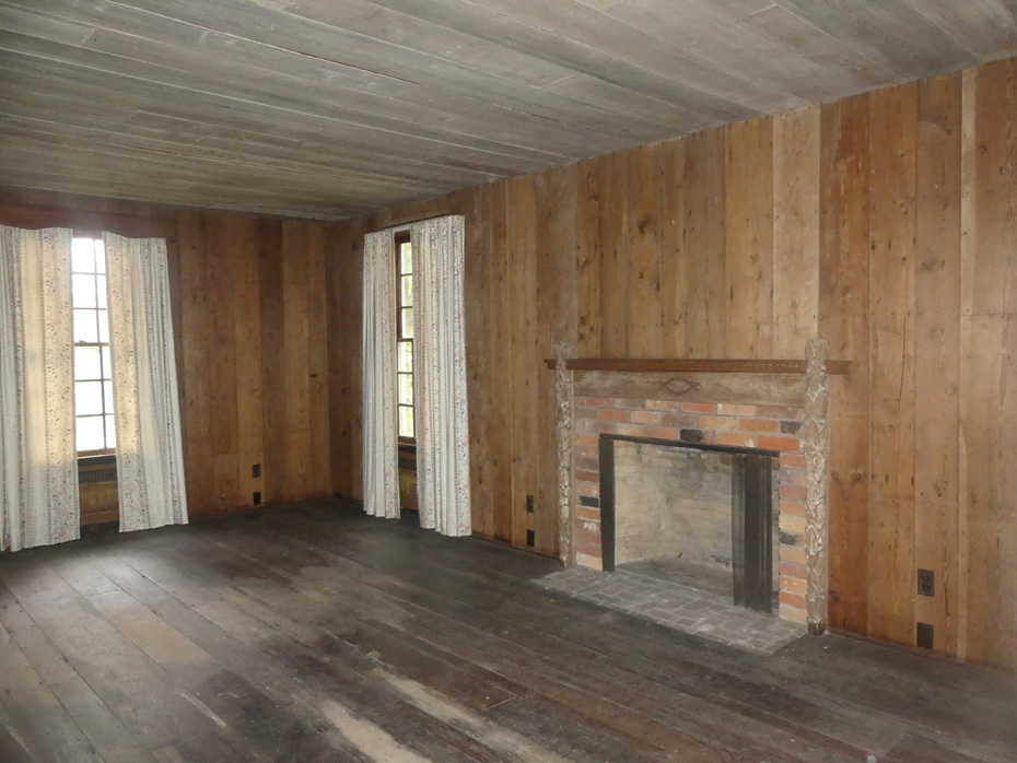 Interior room wiht fireplace in Rockefeller House at Carvers Creek State Park