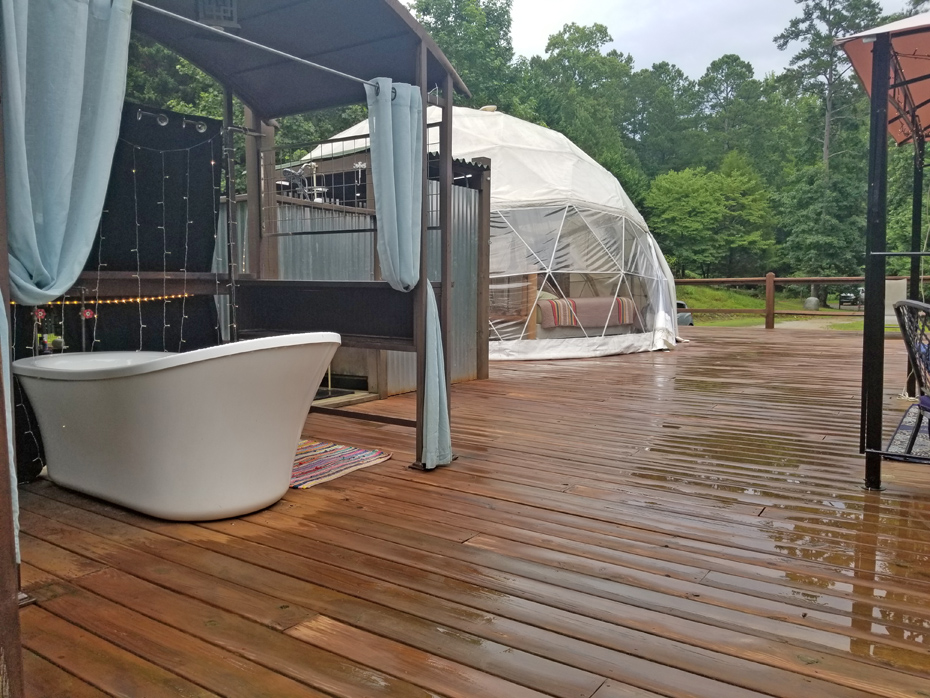 view of dome with soaking tub