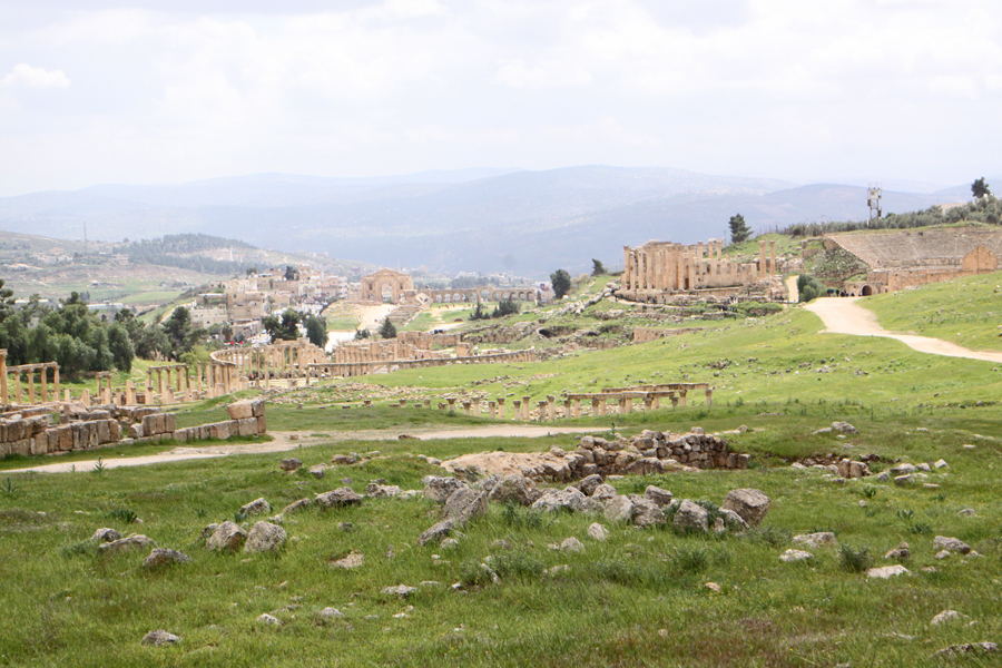 Overview of Jerash, the ruins and the town in background