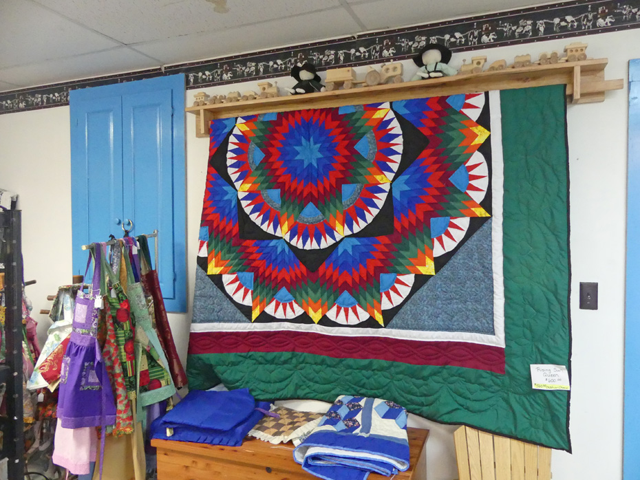 Amish quilts and aprons for sale in Cattarargus County ny