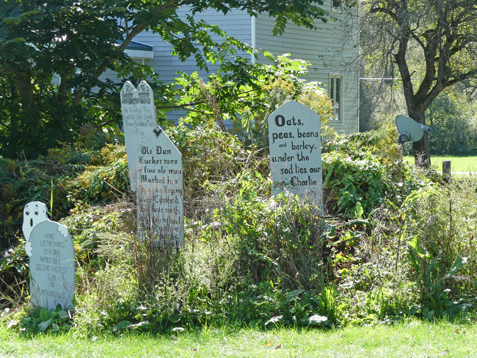 make believe cemetary  at pumpkinville