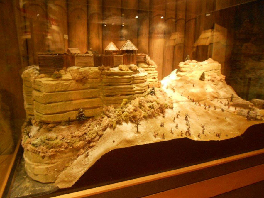 Model of Fort St. Louis on top of Starved Rock at state park