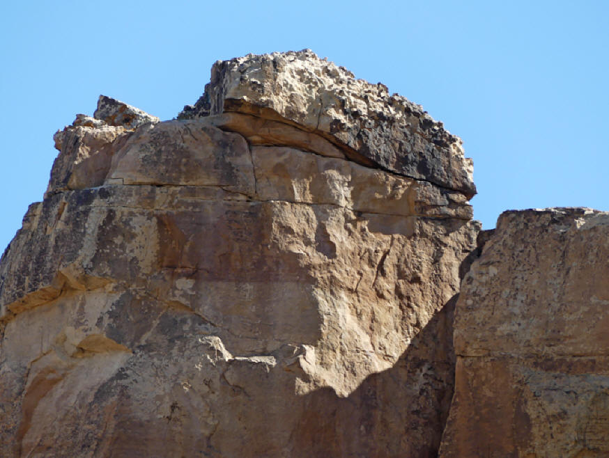 Close up ofCastle Rock with flat area on top where Ancestral Puebloans built